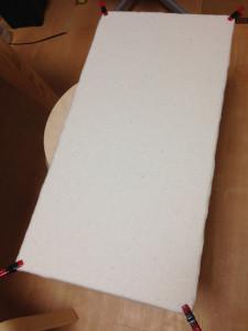 合板に綿を固定したところ
