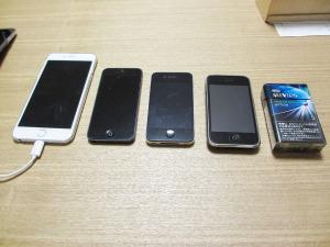 家にあるiPhoneたち (右から3G, 4, 5, 6 Plus)