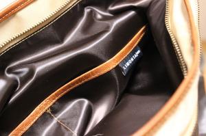 もう一つのサイドポケットは、仕切りのあるポケットが3つ