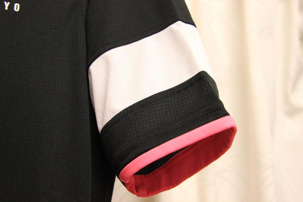 袖のホワイトライン
