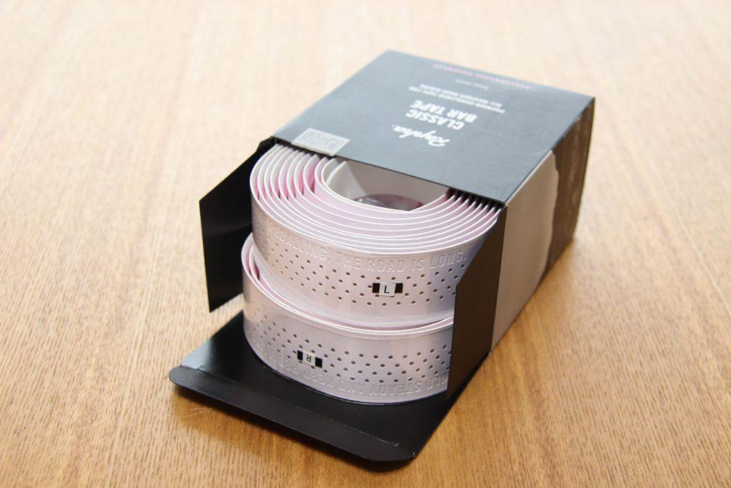白のバーテープが美しい
