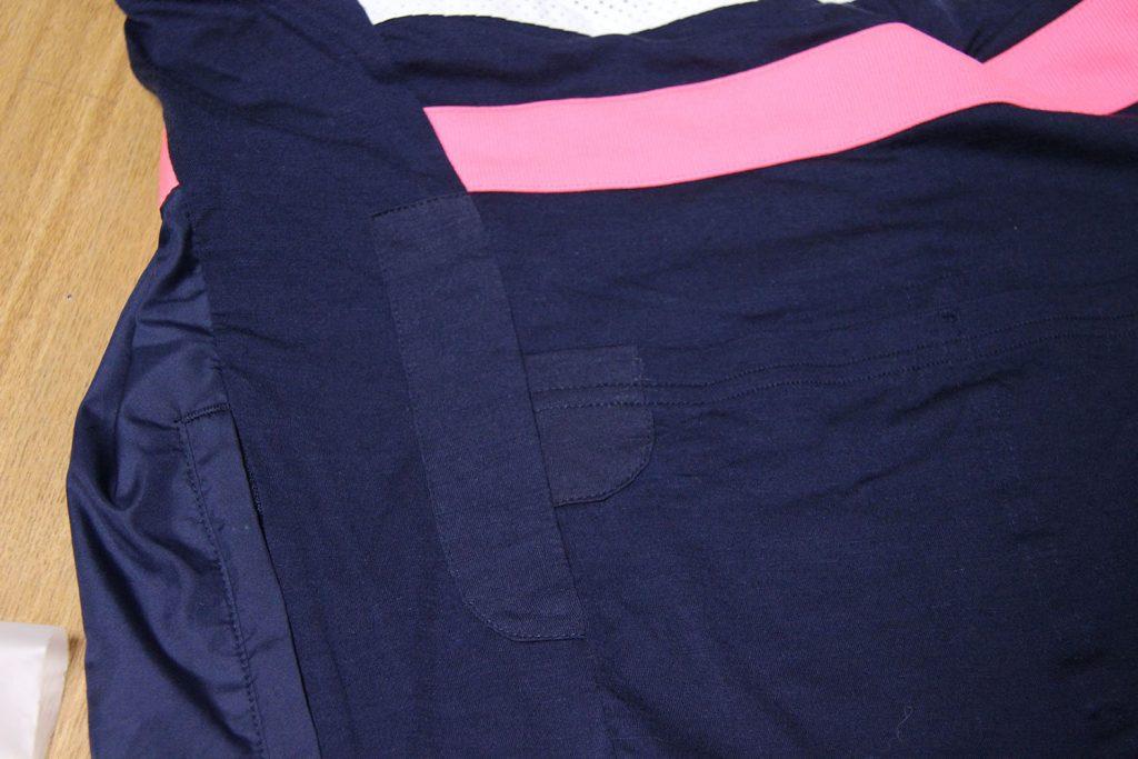表裏にパッチが当てられ、丁寧に縫い付けてある