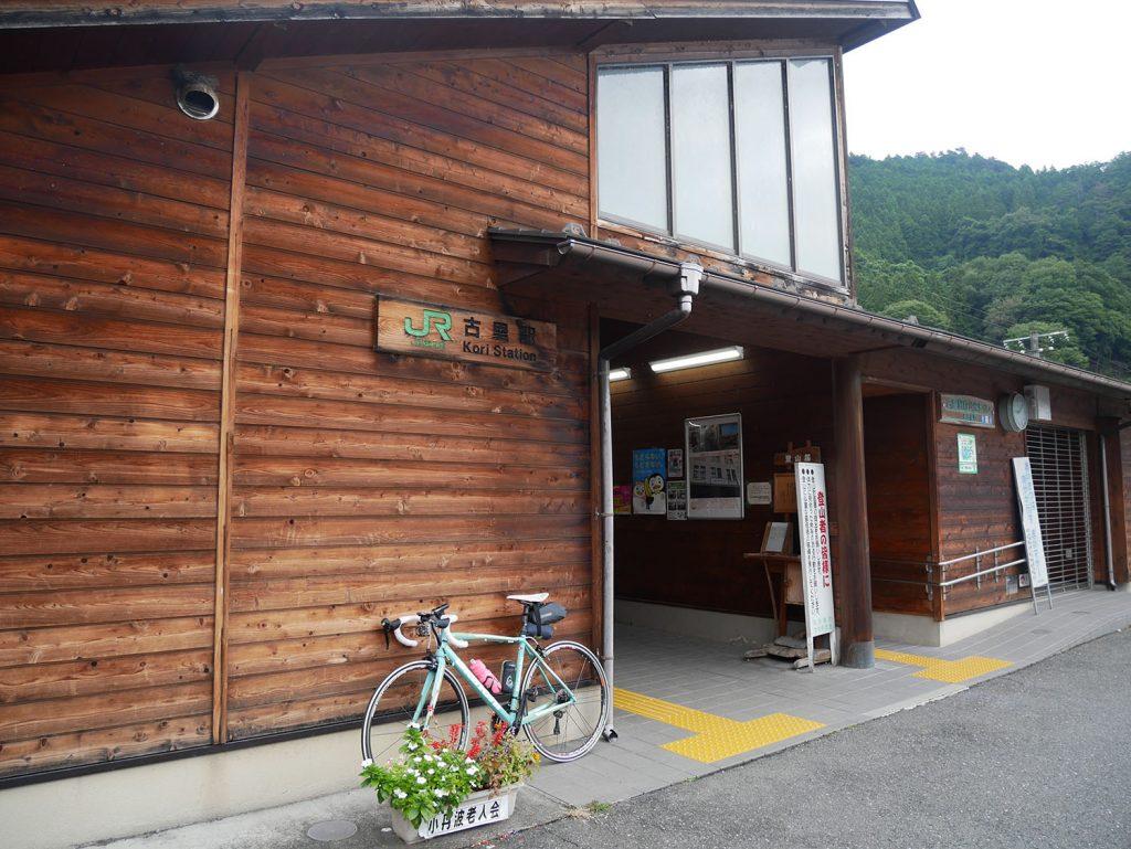 木造駅舎が美しい古里駅 (JR青梅線)